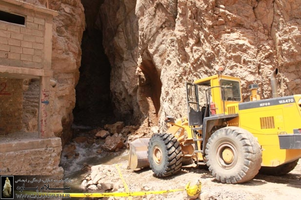 خبر فوری : عملیات تخریب چشمه بل توسط دادستان پاوه متوقف می شود