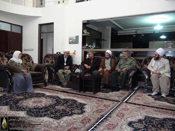 فرماندار پاوه از خانواده شهیدان باباخاص دیدار کردند