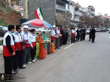 داوطلبان جمعیت هلال احمر از مسافران نوروزی پاوه استقبال کردند