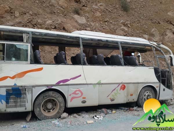 یک دستگاه مینی بوس در مسیر نودشه به هجیج دچار سانحه شد