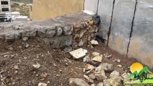 دیوار پشت دادگاه