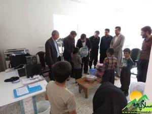 اهدای کیف به دانش آموزان