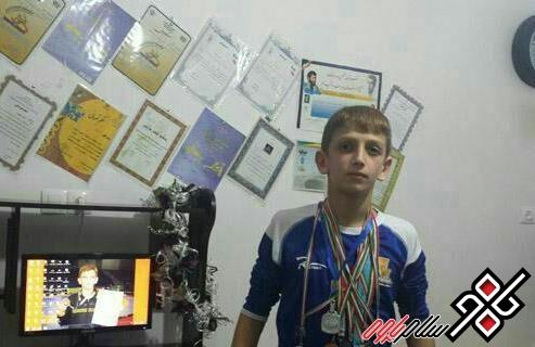 کسب مدال طلا توسط آریز رحیمی،در مسابقات کشتی نوجوانان استان