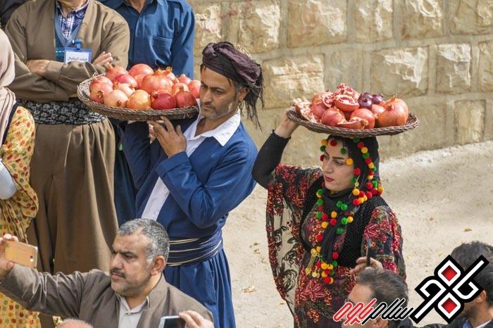 گزارش تصویری از آئین زیبای شکرگزاری انار در روستای دودان شهرستان پاوه